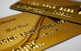 Как пользоваться универсальной картой банка?